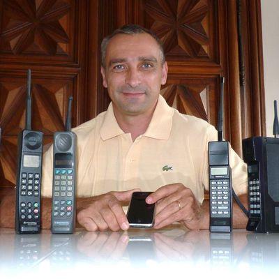 Histoire et évolution des téléphones cellulaires vintage. Collection de téléphones portables ...