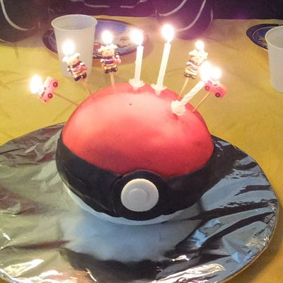 Gâteau d'anniversaire Pokemon: La pokeball surprise