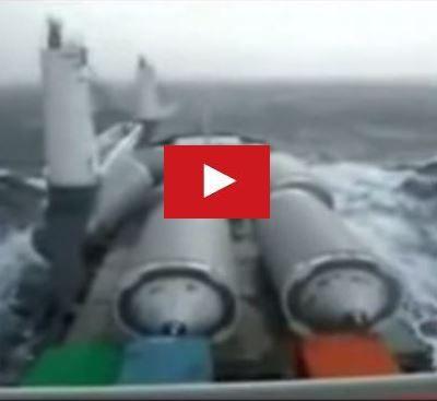 VIDEO  - Ofni géants en vue, un cargo perd sa cargaison en pleine tempête