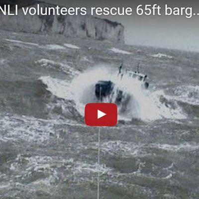 VIDEO - une pénichette de 65 pieds dans la tempête