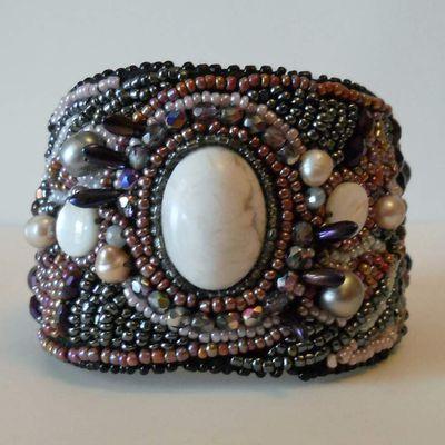 Bracelets manchettes de perles brodées!