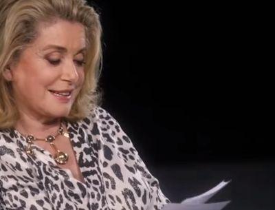 Vidéo : Quand Catherine Deneuve lit des tweets dans l'envers de la mode !