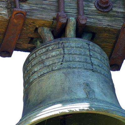 Ploéven X : la cloche de 1817 de la chapelle Saint-Nicodème par Le Beurriée.