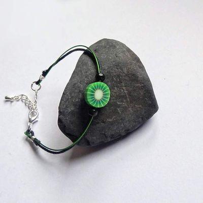 Bracelets en fil métallique gainé coloré