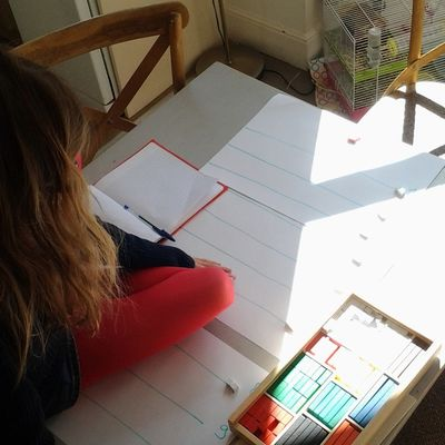 Atelier Montessori-cuisenaire, table de deux, easy !