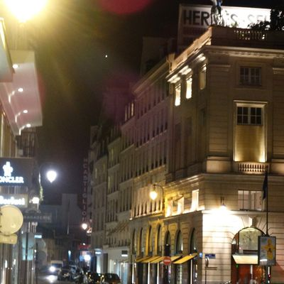Streets Paris by night