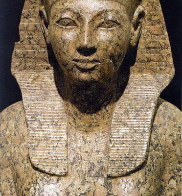 Épouse de la divinité Amon et Noble Dame des Deux Terres, Hatchepsout et le difficile exercice du pouvoir... ! (2) En Égypte antique !