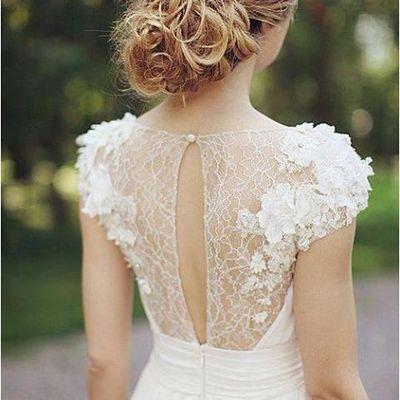 Wie wählt man die Brautkleider für Strand Hochzeit im Sommer?