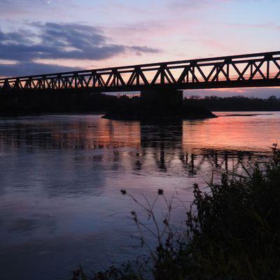 Le pont de Saint-Mathurin-sur-Loire, un soir...