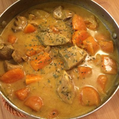 Curry de porc au lait de coco, patates douces