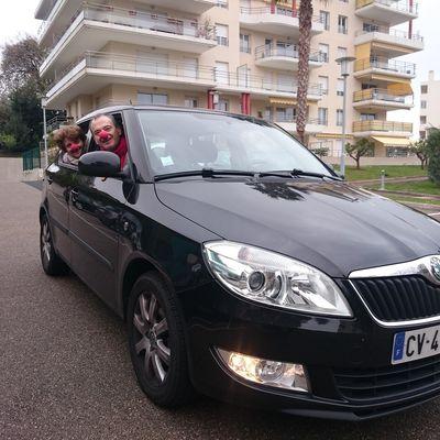 Défi 6 : Dans la voiture  d'Antoine devant son immeuble à Antibes