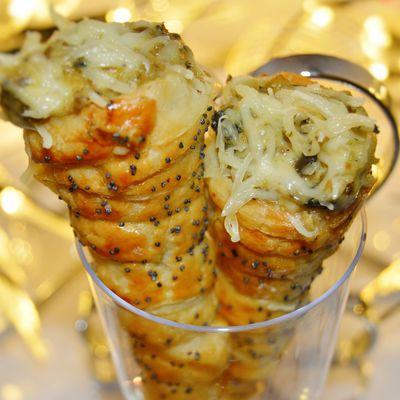 Cornets feuilletés au poulet et sauce béchamel