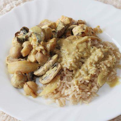 Blanc de poulet au curry et ses champignons