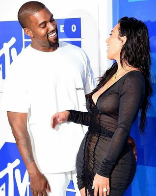 Kim kardashian and her husband look so stunning as they walk the Red Carpet at the 2016 VMAs
