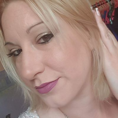 Younique By Isa