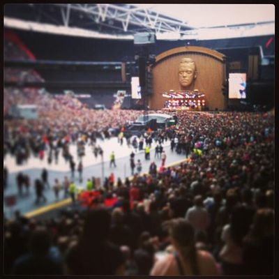 Robbie Williams : Take The Crown Stadium Tour...