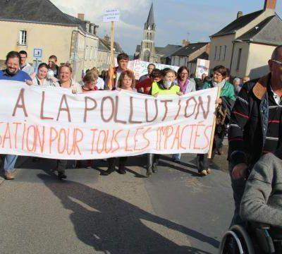 Pollution aux PCB autour de Grez en Bouere (Mayenne)... les Habitants manifestent de nouveau!!!(1)