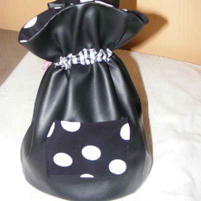 Je vous offre un tuto trousse de toilette ou pochon pour fêter 2012 !!!