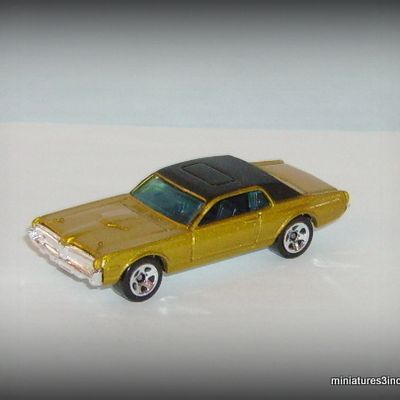 Mercury Cougar 1968 by Hot Wheels.