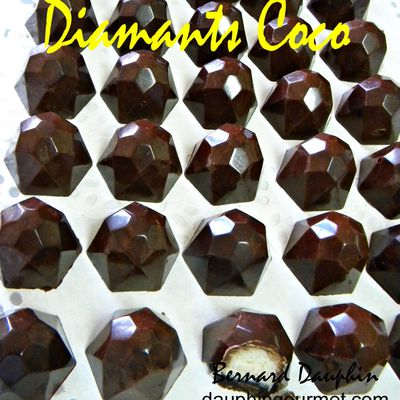 CHOCOLATS DE NOEL : DIAMANTS CHOCOLAT FOURRES NOIX DE COCO (Type Bounty)