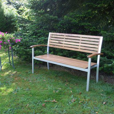 Banc de jardin en bois : un cadeau utile et décoratif !!