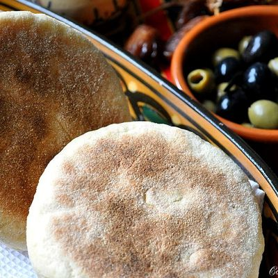 Matlou3 or Khobz Tagine - Algerian bread stuffed with meat -