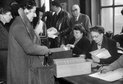 Fêtons le droit de vote des femmes, mais stop au sexisme politique!