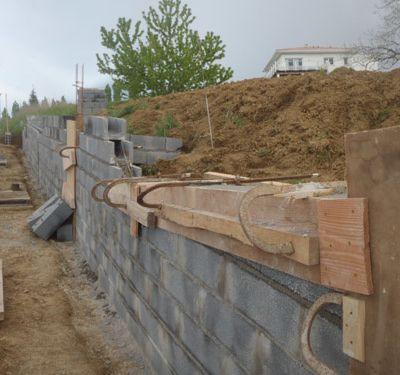 Décoffrage poteaux béton (murs soutènement)