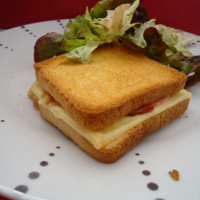 croque monsieur à l'edam et au bacon