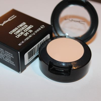 Review : MAC Studio Finish Concealer NW15