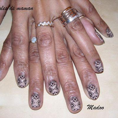 Nail art pour le jour du mariage des poussins