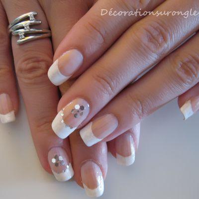 Nail Art French blanche pailletée