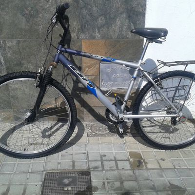 BICICLETA Mountain bike (BH) transformada a URBANA.