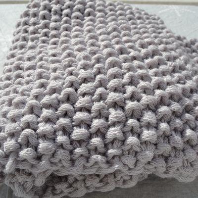Couverture tricotée main pour mon loulou
