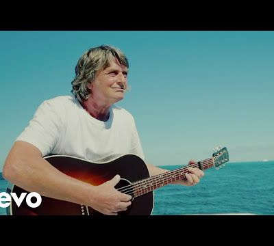 "La vidéo officielle de ""Sailing"" - Mike Oldfield"