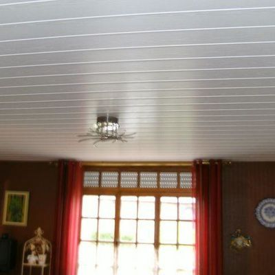 Poser plafond pvc finest pose tasseaux pour lambris pvc plafond perpignan depot photo with - Lame pvc plafond ...