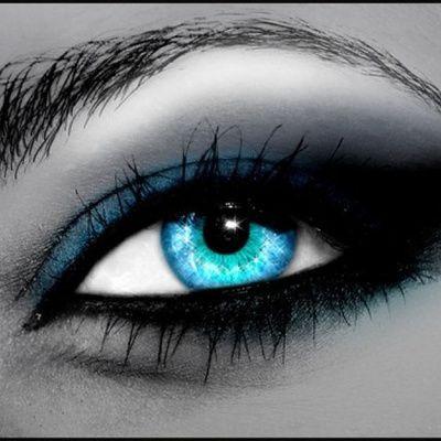 Fard à paupières : savoir se maquiller les yeux et faire tenir son fard à paupières ? (conseils, idées, astuces)