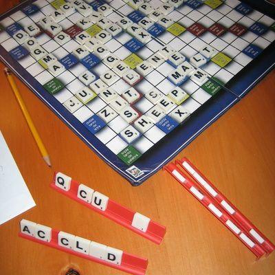 Jouer au scrabble : quelles sont les règles ?