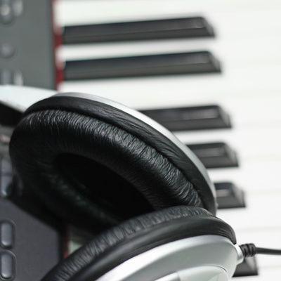 Comment choisir un piano électrique ? (prix, marques)
