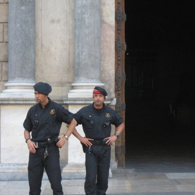 Mossos d'Esquadra: historia, servicios e información general