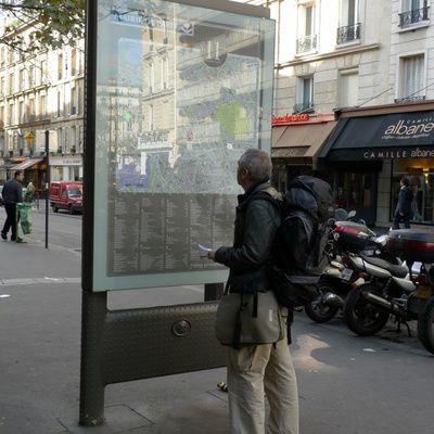 Comment trouver un fabricant de panneaux d'affichage ? (adresse, référence)
