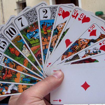 Jouer au tarot : les règles et techniques du jeu