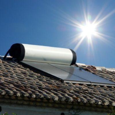 Installation d'un chauffe-eau solaire : guide d'achat et coût
