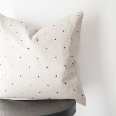 Broderie simple pour coussin moderne