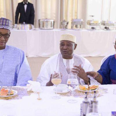 Mali : les images du déjeuner entre le président IBK et Amadou Toumani Touré