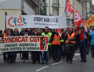 CA des Côtes d'Armor - 400 grévistes dans les rues de St Brieuc