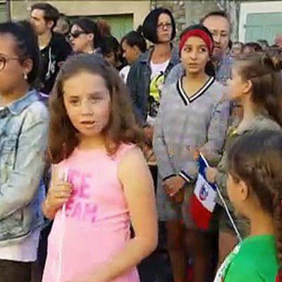 Chant des partisans par les enfants à Valréas