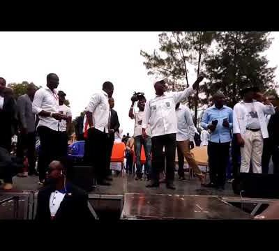 Martin #Fayulu et Adolphe Muzito dansent en plein meeting à #Béni et #Goma