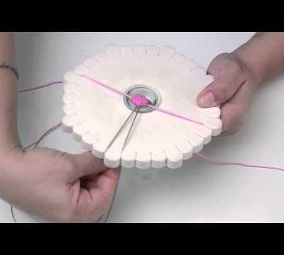 Créer un bracelet Kumihimo - L'Atelier Edisaxe