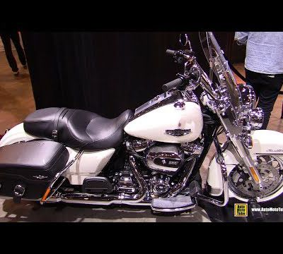 Harley Davidson road king classic.